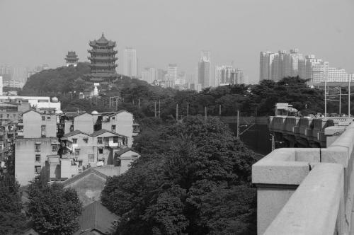 Snake_Hill_in_Wuhan_(Hubei,_China),_seen_from_the_west.jpg